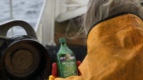 møllers tran på fiskebåt i lofoten