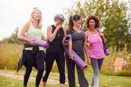 aktive kvinner i overgangsalderen etter yoga