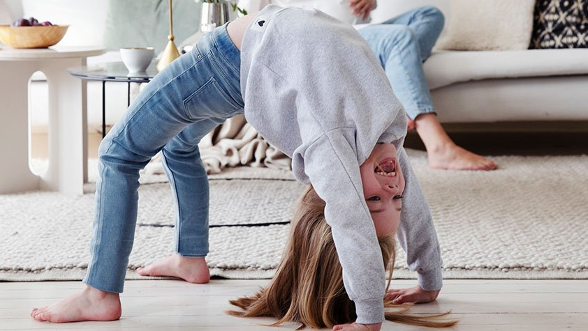 Yoga for barn, 6 øvelser dere kan gjøre hjemme